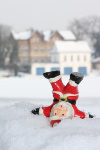 weihnachtsmann-im-schnee